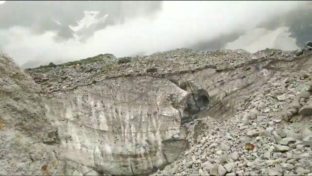 beas Kund Trek rocks