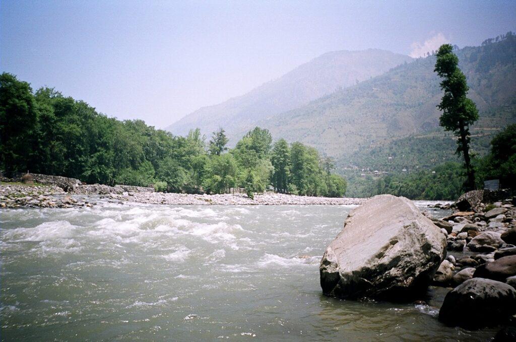 beas river manali kullu